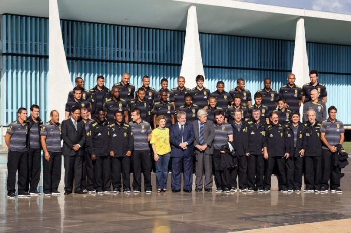 Die Seleção vor dem Abflug nach Südafrika mit Staatspräsident Luiz Inácio Lula da Silva