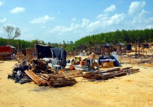"""Sem-terra deixam o acampamento """"Lulao"""", em Porto Seguro. Foto Wilson Dias"""