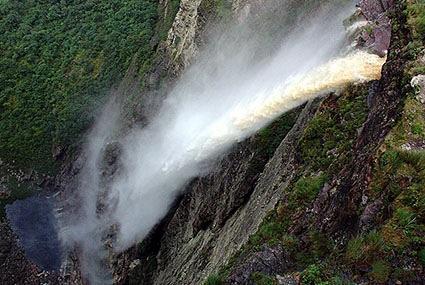 17cachoeira_da_fumacao_wikimedia