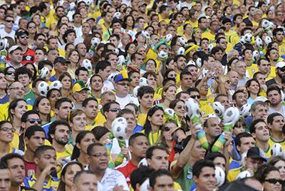 ABr020613_TNG7597-Fans