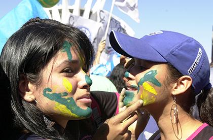 Brasilianerinnen-Feiern