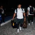 Die brasilianische Mannschaft kommt nach Brasília und wird von Hunderten Fans empfangen