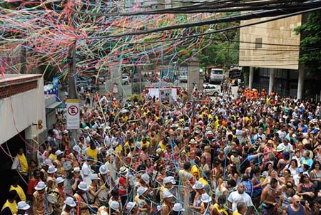 904135-carnaval-bloco0252
