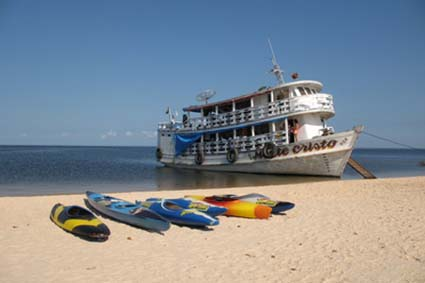 Amazonas Boot am Strand, Alter do Chão - Santarém, Brasil
