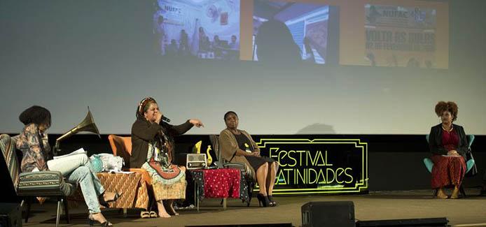 Mãe Beth de Oxum, Iyalorixá do Ilê Axé Oxum Karê, musicista, cantora e compositora, na abertura da oitava edição do Festival Latinidades (Marcelo Camargo/Agência Brasil)