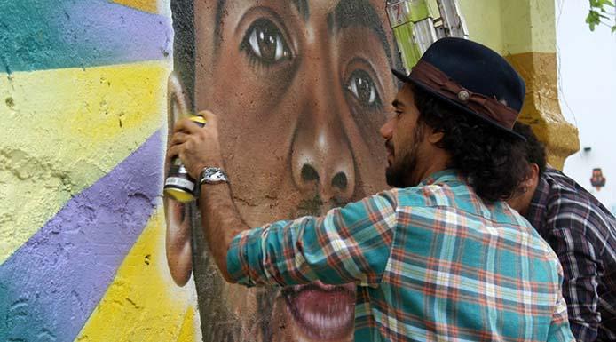 AT_mural_Kobra São Paulo - 17/07/2015 - Artista Brasileiro, Eduardo Kobra convidou desempregados a levar o seu Curriculum Vitae, e participal do Mural dos Desempregados na Praça Roosevelt. Foto: André Tambucci / Fotos Públicas
