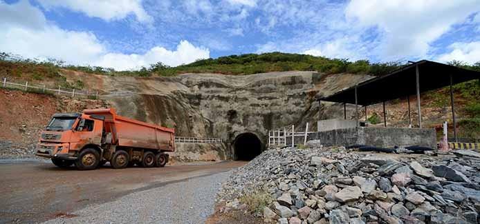 Túnel Cuncas II foi escavado na rocha e será exclusivo para a passagem de água do Eixo Norte do Projeto de INtegração do Rio São Francisco. A construção está em São José de Piranhas, Paraíba.