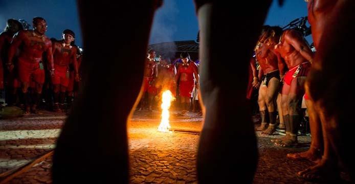 Palmas (TO) - Símbolo de vida e da força dos Povos Indígenas, o Fogo Sagrado é aceso pelos pajés e líderes religiosos das etnias que participam dos Jogos Mundiais dos Povos Indígenas (Marcelo Camargo/Agência Brasil)