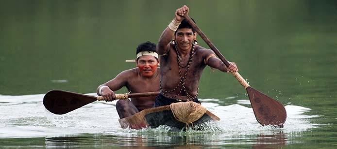 Palmas (TO) - Atletas indígenas que disputarão as provas de canoagem fazem treinamento e adaptação com as embarcações oficiais dos Jogos Mundiais dos Povos Indígenas (Marcelo Camargo/Agência Brasil)