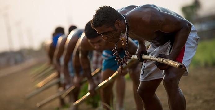 Palmas (TO) - Índios Terena fazem treinamento antes do início dos Jogos Mundiais dos Povos Indígenas (Marcelo Camargo/Agência Brasil)