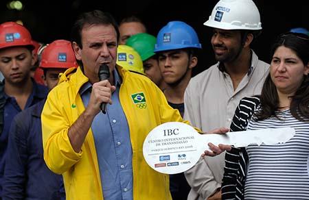Rio de Janeiro - O prefeito Eduardo Paes entregou ao Comitê Rio 2016, o prédio do Centro Internacional de Transmissão, local de onde serão transmitidas as imagens das competições dos jogos (Tomaz Silva/Agência Brasil)