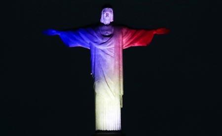 Cristo Redentor in den Farben Frankreichs