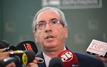 O presidente da Câmara dos Deputados, Eduardo Cunha fala com a imprensa sobre as análises do Impeachment da presidente Dilma (Antonio Cruz/Agência Brasil)