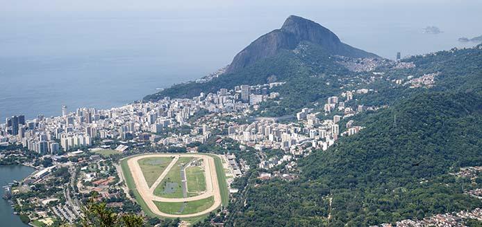 RJ Blick vom Corcovado auf Pferderennbahn und Dois Irmaos_8766