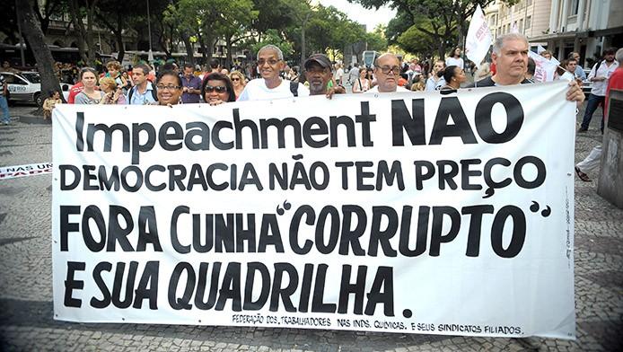 Rio de Janeiro - Manifestantes protestam contra a possibilidade de impeachment da presidente Dilma Rousseff, no centro do Rio (Tomaz Silva/Agência Brasil)