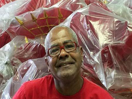 Rio de Janeiro - Como nos últimos anos, Valdo Rocha virá no alto de uma alegoria da Estácio de Sá, mas neste ano, com a emoção de quem integrou a comissão de criação da escola (Cristina Indio do Brasil/Agência Brasil)