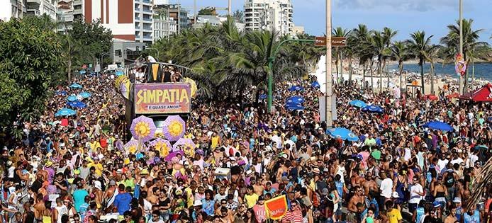 mehr als 20 karnevals blocks paradierten auf den strassen von rio de janeiro brasilienportal. Black Bedroom Furniture Sets. Home Design Ideas