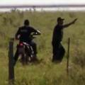 EILMELDUNG: Indigenes Volk von Bewaffneten angegriffen