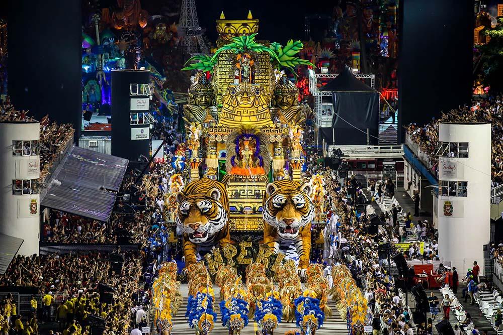 Carnaval 2005 aguia de ouro elen pinheiro - 5 3