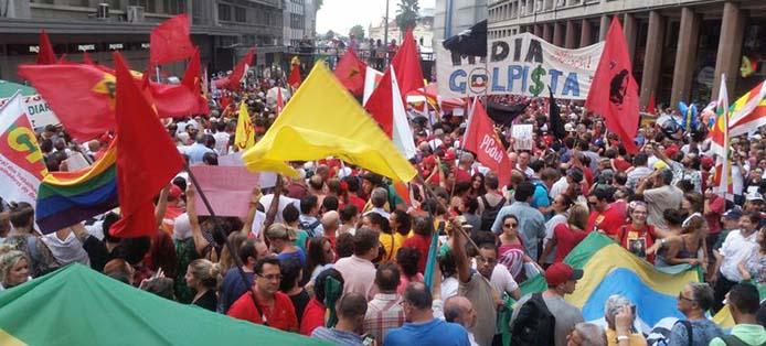 Proteste gegen die Amtsaufhebung der Präsidentin - Foto: Daniel Isaia/Agência Brasil