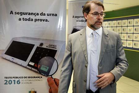 Hacker testen das Wahlsystem - Foto: Valter Campanato / Agência Brasil