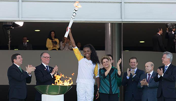 DilmaAcendimento-chama-olimpica-Rio-2016-em-Brasilia
