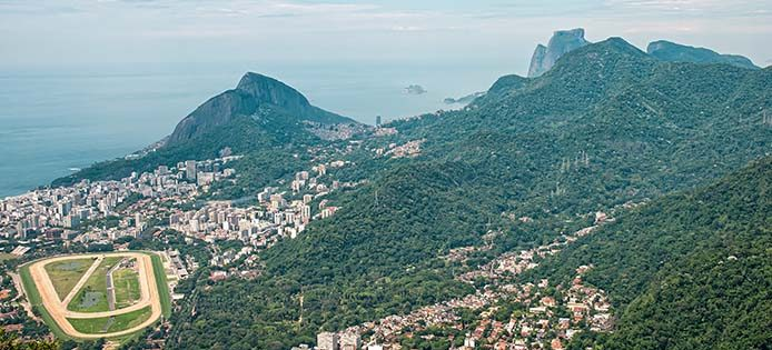 RJ Corcovado-Pferderennbahn-Dois Irmaos-Mata Atlantica - Foto: sabiá brasilinfo