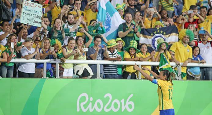 Marta bedankt sich bei den Zuschauern - Foto: Ricardo Stuckert/CBF