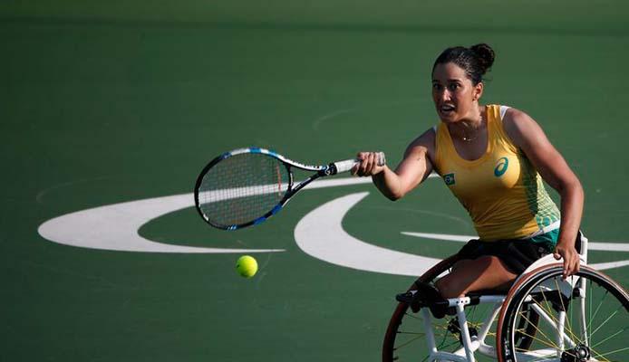 Natalia Mayara  im Rollstuhl Tennis - Foto: Fernando Frazão/Agência Brasil