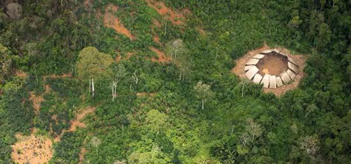 Yano (Gemeinschaftshaus) unkontaktierter Yanomami im Yanomami-Territorium. - Foto: Guilherme Gnipper Trevisan/Hutukara