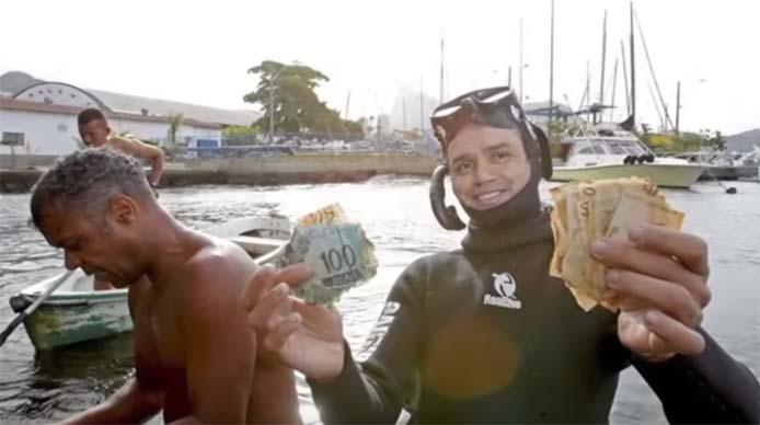 Geldschwemme in der Meeresbucht Rio de Janeiro - Handout Video