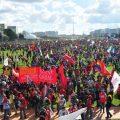 Chaos: Demonstranten stürmen Ministerien – Abgeordnete legen Kongress lahm