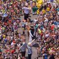 Giganten in Gassen Olindas begeistern Karnevalfans