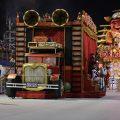 Samba-Paraden São Paulos: Allegorischer Wagen verfängt sich in Stromkabeln