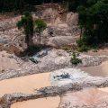 Bolsonaro legalisiert Bergbau in Indio-Territorien des Amazonas-Regenwaldes